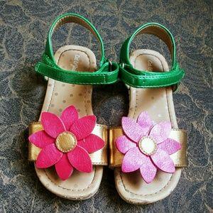 Little girl flower sandals.